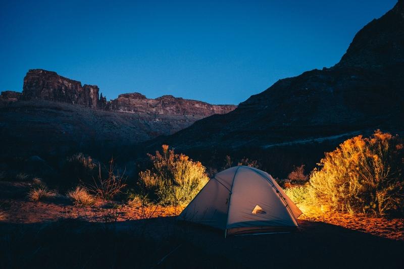 tent-1208201_1920 (800x533)